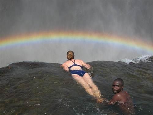 Vẻ đẹp kỳ vĩ của thác nước Victoria - 7