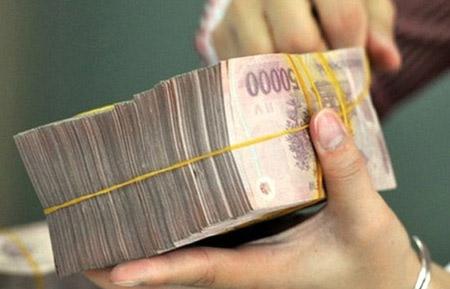 Tiền đâu mua nợ 100 nghìn tỷ đồng NH? - 1