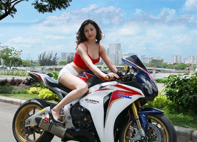 Hình ảnh về á khôi Thiên Kim được đăng tải trên