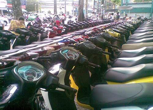 Xe máy đồng loạt giảm giá mạnh - 1