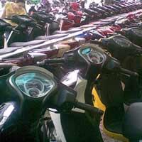 Xe máy đồng loạt giảm giá mạnh