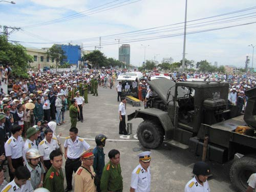 Xe tải tông doanh trại quân đội, 3 người chết - 4