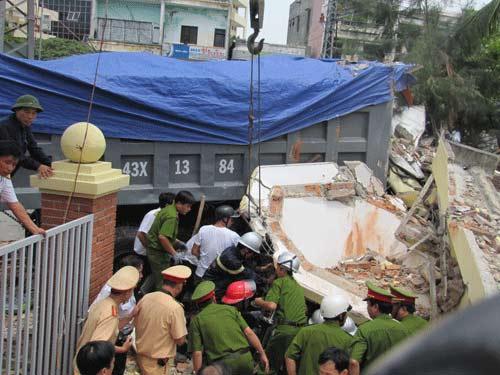 Xe tải tông doanh trại quân đội, 3 người chết - 5