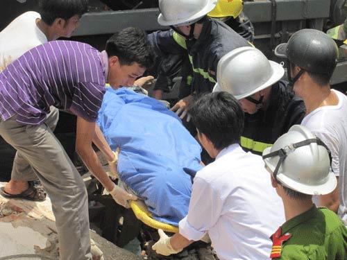 Xe tải tông doanh trại quân đội, 3 người chết - 7