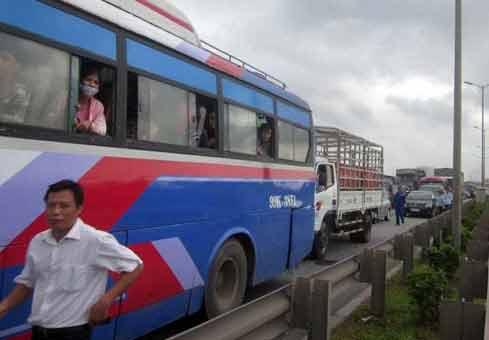 Tai nạn kinh hoàng dưới chân cầu Thanh Trì - 5
