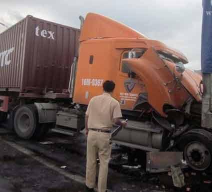 Tai nạn kinh hoàng dưới chân cầu Thanh Trì - 2