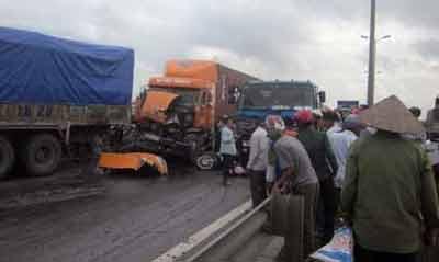 Tai nạn kinh hoàng dưới chân cầu Thanh Trì - 4