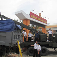 Xe tải tông doanh trại quân đội, 3 người chết