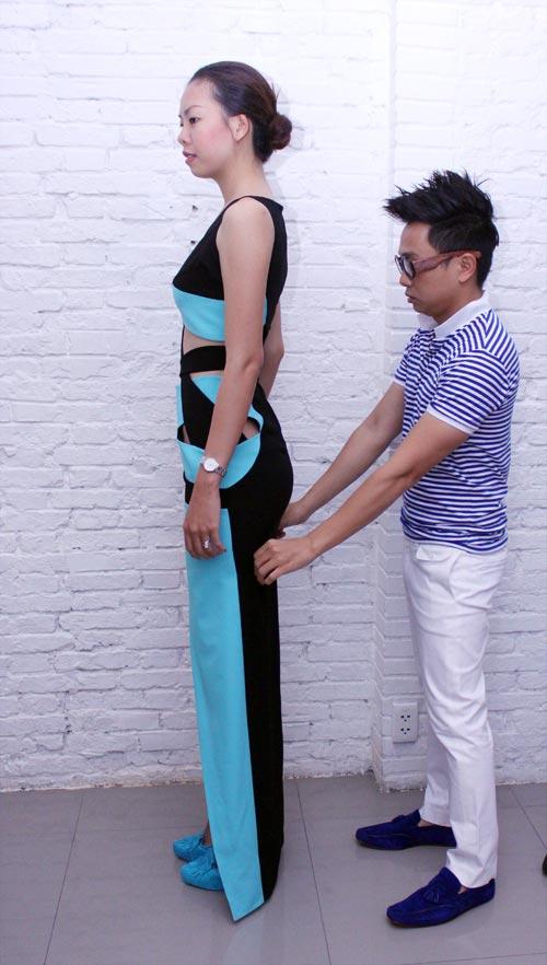 Siêu mẫu khoe mặt mộc, váy khoét - 4
