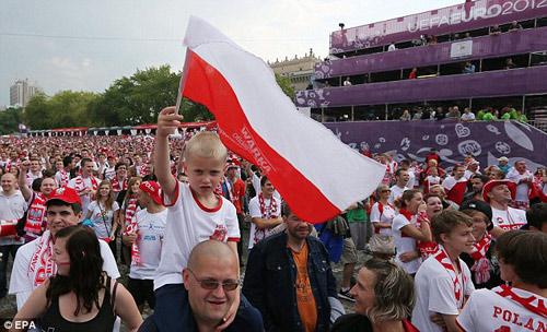 Video: Ấn tượng lễ khai mạc Euro 2012 - 1