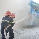 Tin tức trong ngày - Ô tô khách phát nổ từ gầm xe rồi bốc cháy