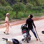 Tin tức trong ngày - Tấn công CSGT bằng vỏ chai, xích sắt