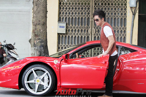 Tun Hng &quot;cp&quot; Lng Giang bn Ferrari 458 Italia, Xe xn,  t - Xe my, Tuan Hung, Tuan Hung lai Ferrari 458 Italiia, Ferrari 458 Italiia, Tuan Hung cap Luong Giang, Tuan Hung di Ferrari 458 Italiia, sieu xe Ferrari 458 Italiia, gia Ferrari 458 Italiia, Luong Giang, ca si Tuan Hung, Ferrari, 458 Italiia, o to, Hoa khoi Luong Giang,