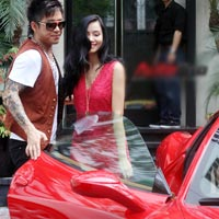 Tun Hng &quot;cp&quot; Lng Giang bn Ferrari 458 Italia