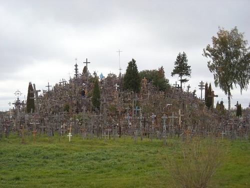 Vẻ đẹp lạ lùng của ngọn đồi thánh giá ở Lithuania - 2