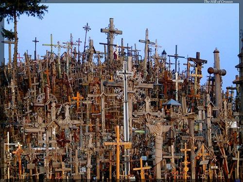 Vẻ đẹp lạ lùng của ngọn đồi thánh giá ở Lithuania - 10