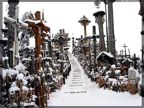 Vẻ đẹp lạ lùng của ngọn đồi thánh giá ở Lithuania - 12