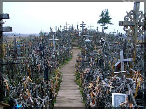 Vẻ đẹp lạ lùng của ngọn đồi thánh giá ở Lithuania - 13