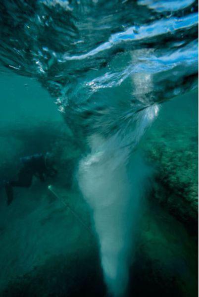 Những hang động kỳ thú dưới đáy biển Bahamas - 3