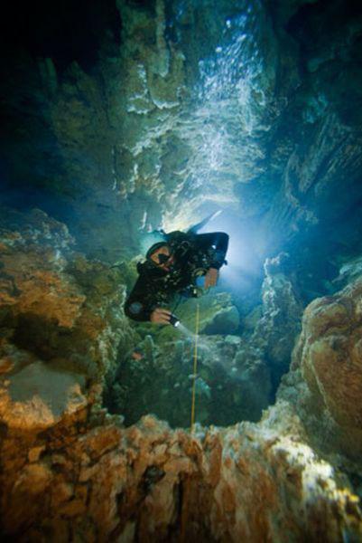 Những hang động kỳ thú dưới đáy biển Bahamas - 13