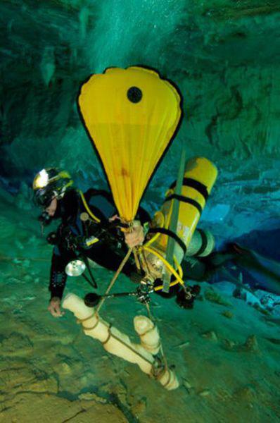 Những hang động kỳ thú dưới đáy biển Bahamas - 15