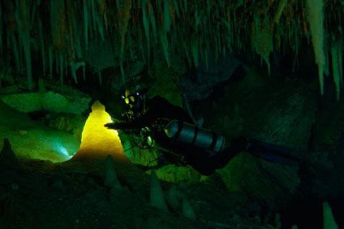 Những hang động kỳ thú dưới đáy biển Bahamas - 17