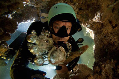 Những hang động kỳ thú dưới đáy biển Bahamas - 18