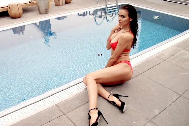 Hậu trường Irina Shayk khoe ngực hút mắt - 16