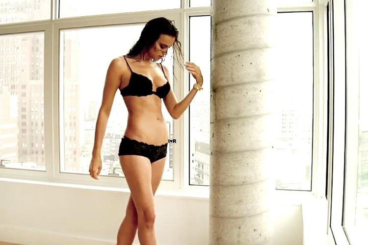 Hậu trường Irina Shayk khoe ngực hút mắt - 19