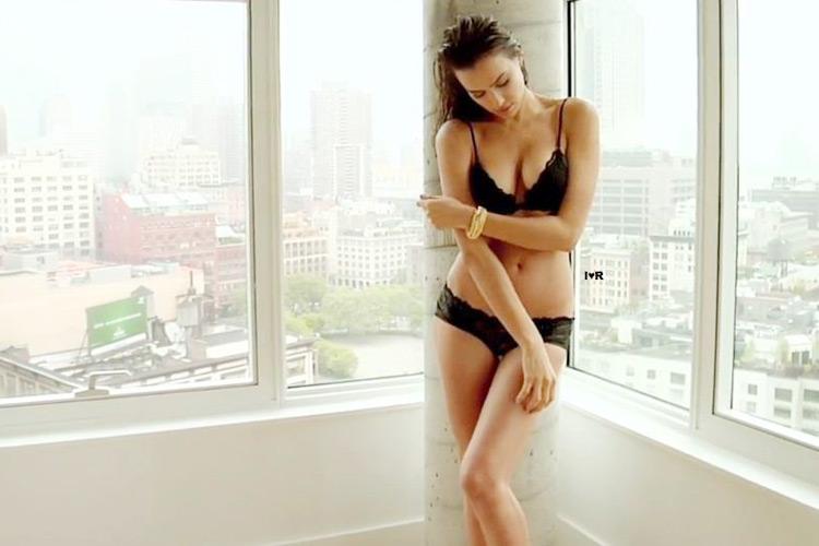 Hậu trường Irina Shayk khoe ngực hút mắt - 20