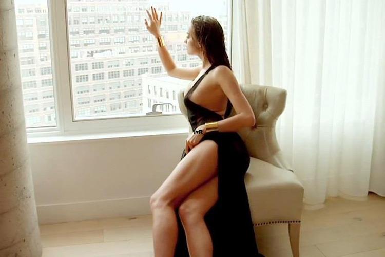 Hậu trường Irina Shayk khoe ngực hút mắt - 13