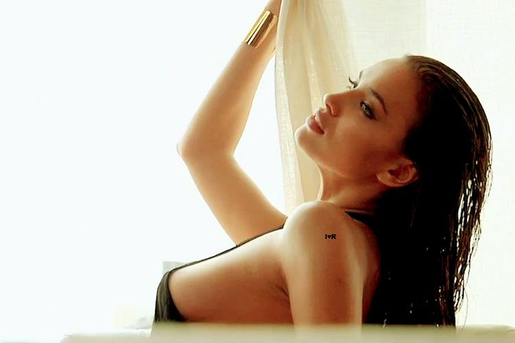 Hậu trường Irina Shayk khoe ngực hút mắt - 14