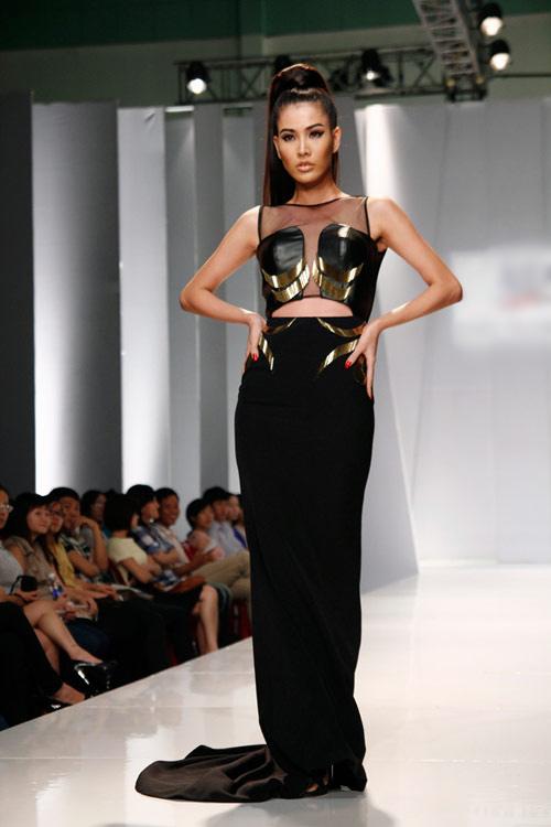 Thùy Dung sexy với váy xẻ cao - 3