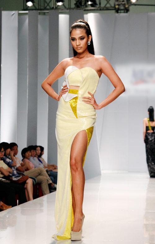 Thùy Dung sexy với váy xẻ cao - 9