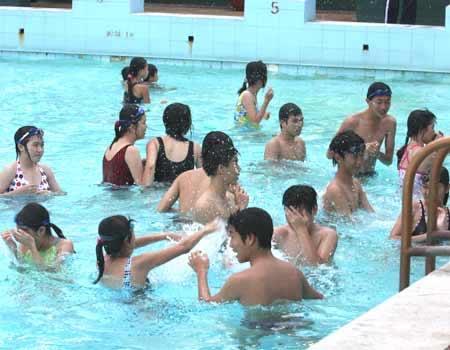 8 bệnh thường gặp khi tắm ở bể bơi - 3