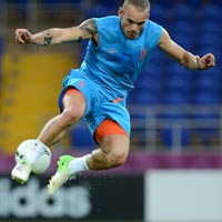 Mun thng c, hy loi Sneijder