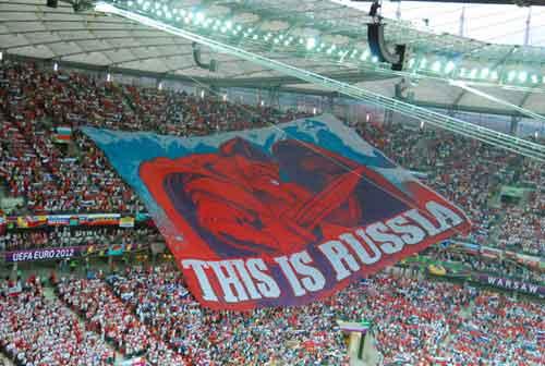 Những phút thót tim với CĐV Nga ở Warsaw - 1