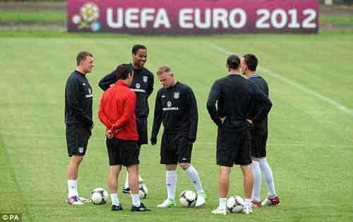 """Rooney """"chơi bời"""" với tóc mới - 2"""