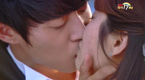 Ngắm nụ hôn đẹp nhất màn ảnh Hàn - 3