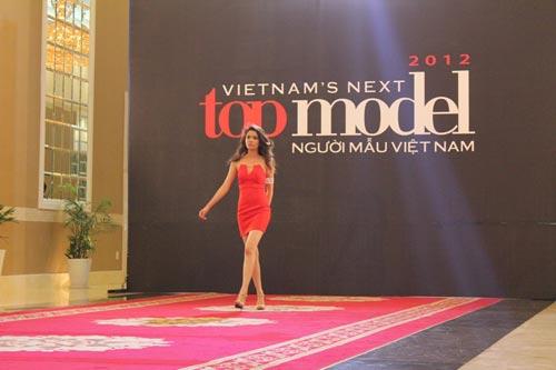 Cô giáo trẻ và  giấc mơ Top Model - 1