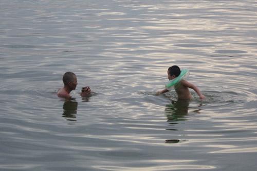 Bãi tắm tự phát: Đùa giỡn với tử thần - 1