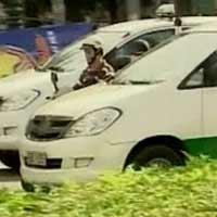 Xăng giảm giá, taxi TPHCM giảm cước