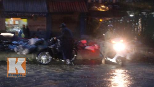 """Hà Nội thành """"sông"""" sau trận mưa lớn - 6"""