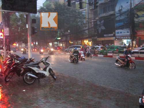"""Hà Nội thành """"sông"""" sau trận mưa lớn - 5"""