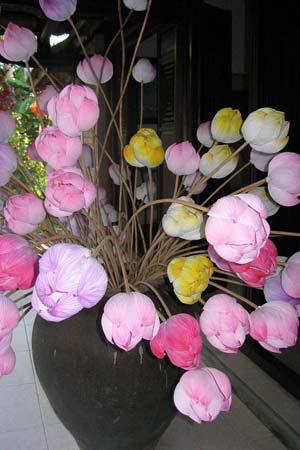 Người phục hồi làm hoa sen bằng giấy - 2