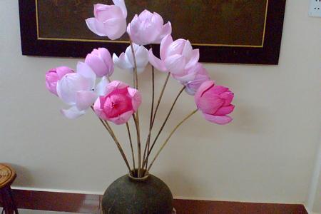 Người phục hồi làm hoa sen bằng giấy - 3