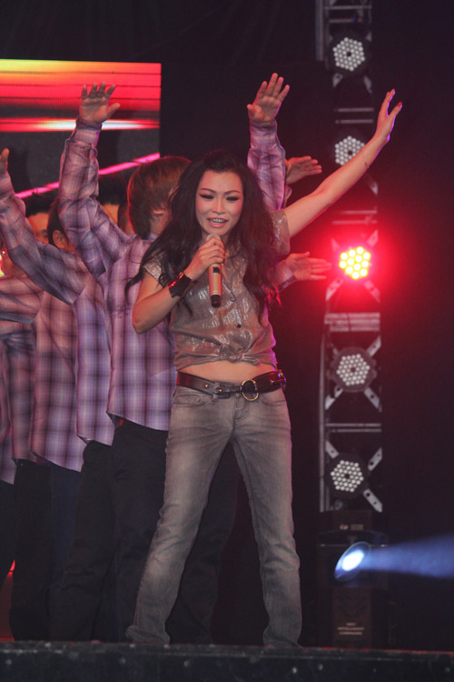 """Phương Thanh  đầy """"lửa"""" trên sân khấu - 2"""