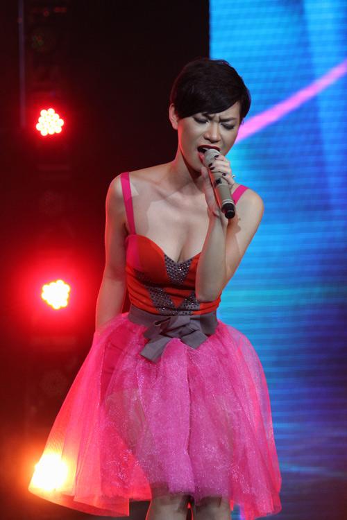 """Phương Thanh  đầy """"lửa"""" trên sân khấu - 18"""