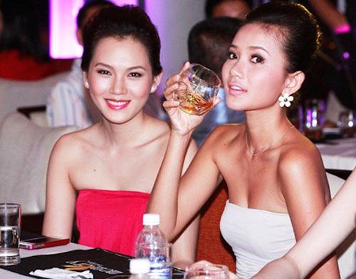 6 bộ đôi chân dài sexy nhất showbiz Việt - 15