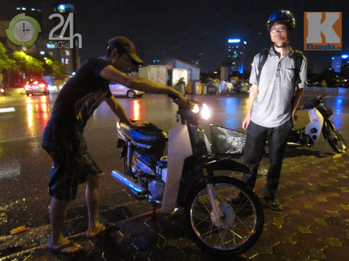 Hà Nội ngập: 2 tiếng kiếm 2 triệu đồng - 5